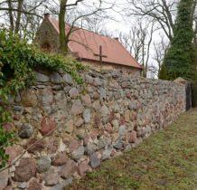 Barnisław-mur otaczajacy kościół