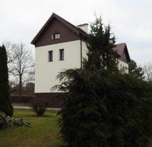 Dobra- budynek przy kościele