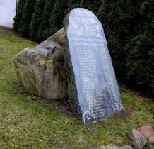 Dobra- obelisk przy kościele poświęcony ofiarom I wojny światowej