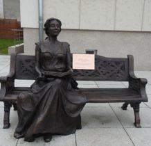 Dobra- pomnik ławeczka Elizabeth von Arnim