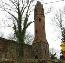 Karwowo-wieżę zwieńczyła latarnia i stożkowy hełm