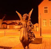 Nowe Warpno- mosiężny anioł dla wszystkich mam