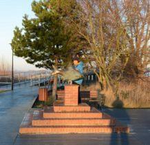 Nowe Warpno-pomnik-rzeźba leszcza