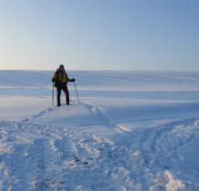 kierujemy się GPS-wokół bezmiar śniegu