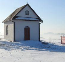 kapliczka przy asfalcie