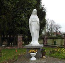 Janki-figura przy kościele
