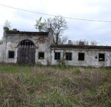 Poturzyn-pozostałość zabudowań dworskich