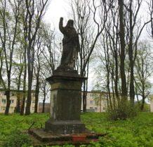 Poturzyn-kamienna rzeźba Chrystusa Błogosławiacego z 1842 roku