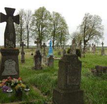 Korczmin-cmentarz z zabytkowymi nagrobkami