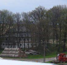 Kościaszyn-zabytkowy budynek przy drodze do Hulcze