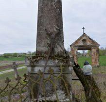 Myców-obelisk i dawna brama cmentarna