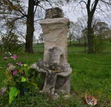 Hubinek-na cmentarzu przy kaplicy