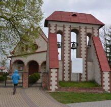 Dyniska-nowy kościół zbudowany na miejcu podpalonej w 1987 roku cerkwi