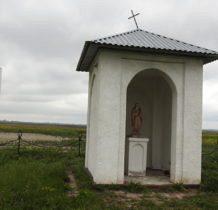 Dyniska-kapliczka przy sośnie