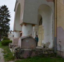 Turkowice-bloki kantrastuja z zabytkowymi budynkami