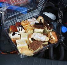 Moroczyn-mała przerwa na słodkości podarowane nam w Jankach