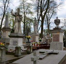 Hrubieszów-zabytkowe nagrobki na cmentarzu rzymsko-katolickim
