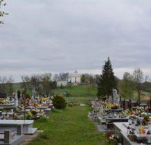 Rzeplin-cmentarz-w oddali kościół z 1797 roku
