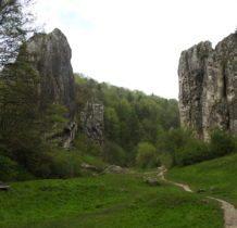 Brama Bolechowicka stanowi poczatek doliny