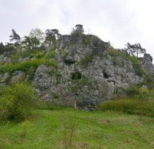 skały wapienne z jaskiniami