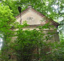 Moczydlnica Klasztorna-kaplica w parku