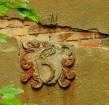 Moczydlnica Klasztorna-nad drzwiami willi