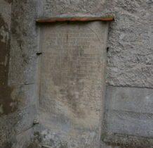 Dziewin-tablice kamienne na murze kościoła