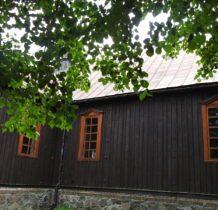 Brodnia- kościół w oprawie roślinnej
