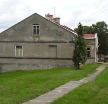 Brodnia- ciekawy budynek przy kościele