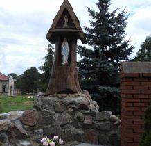Brodnia- przy kościele