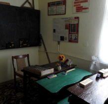 Bronów- izba szkolna