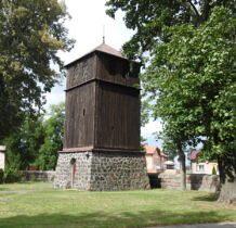 Pęczniew- dzwonnica obok kościoła