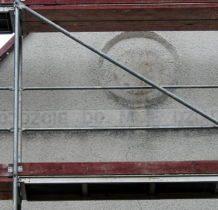 Siedlatków- napis na murze kaplicy