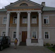Stary Gostków- portyk z czterema kolumnami