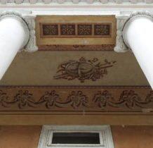 Stary Gostków- dekoracja malarska portyku