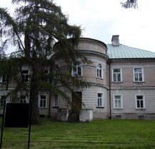Stary Gostków- pałac widziany od tyłu