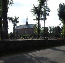 Szadek-kościół na cmentarzu grzebalnym