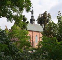 Szadek-kościół św.Idziego widziany od strony opuszczonego cmentarza