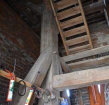 Szadek-drewniana konstrukcja dzwonnicy