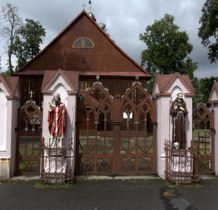 Tur- figury przed kościołem