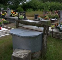Tur- na cmentarzu