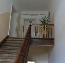 Wojsławice- pałac, wejścia do klas
