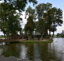 Wojsławice- wyspa na stawie z ruina zamku Wężyków