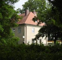Wojsławice- budynek przy stawie pałacowym