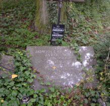 Zadzim- pozostałość po starym cmentarzu