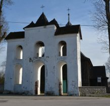 Chomentów- murowana dzwonnica typu bramnego
