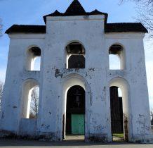 Chomentów- piętrowa dzwonnica o trzech wierzchołkach