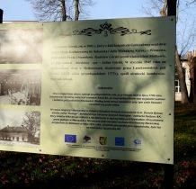 Motkowice- ciekawe tablice informacyjne w parku