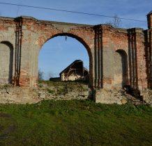 Motkowice- ruiny zabudowań gospodarczych majatku