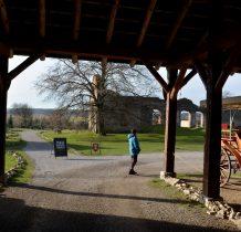 Sobków- w stanie obecnym fortalicjum to częściowo odrestaurowana ruina
